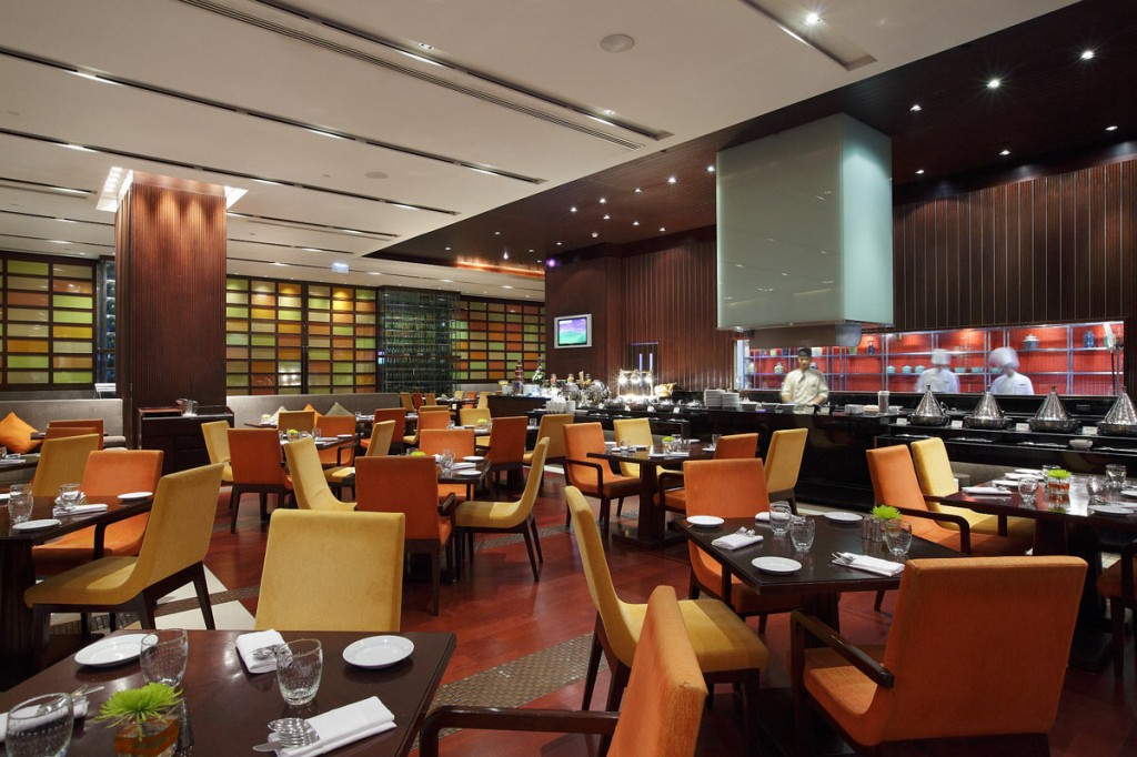 3---Holiday-Inn-Bangkok-Silom_The-Brasserie